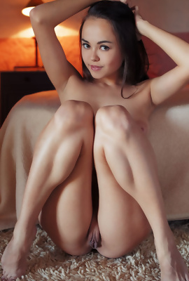 Li Moon spreading her legs