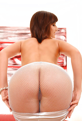 Hot Katty Heart In Fishnet Panties