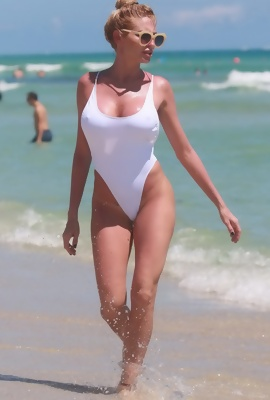 Vicky Xipolitakis hot beach pics