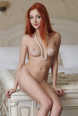 Micca Rosso Redhead beauty