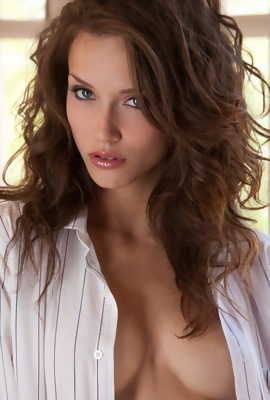 curly Malena Morgan White Shirt