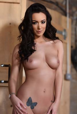 Lauren Louise Gets Naked for us