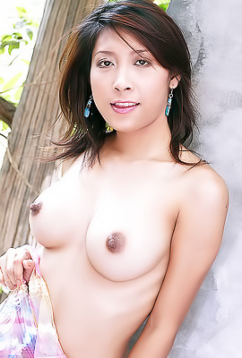 Thai Escort Ploy Sirinda looking for new clients