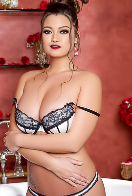 Voluptuous Bombshell Chelsie Aryn in Lace Negligee